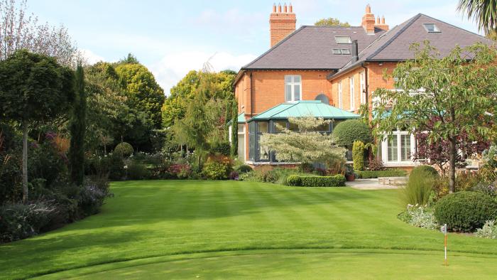 Business Profile – Damian Costello Garden Design – Now Hiring
